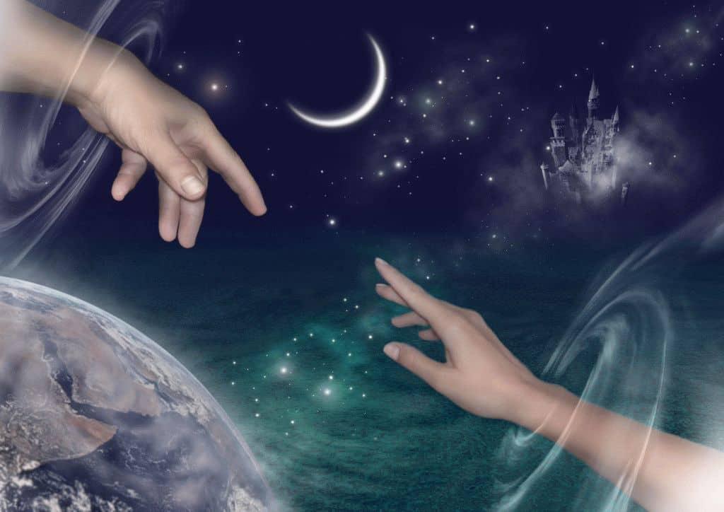 Мужчина протягивает руку во сне